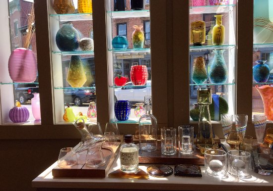 Beacon, NY: Front window of Glassworks