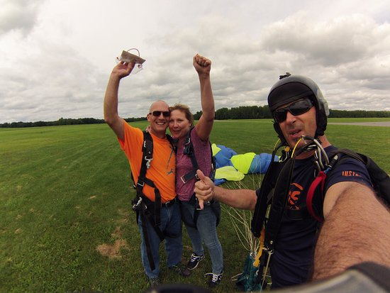 Weedsport, NY: It was amazing! An absolute blast! The free fall was worth the whole trip!