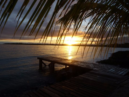 Asau, Samoa: Sunrise from the Pier - 30 steps from the room