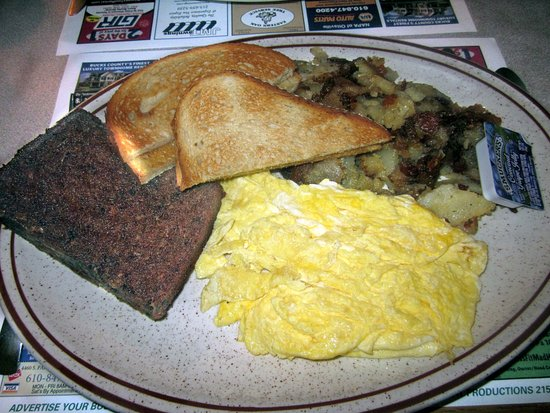 Pipersville, Пенсильвания: Scrambled Eggs w/ Scrapple & Home Fries