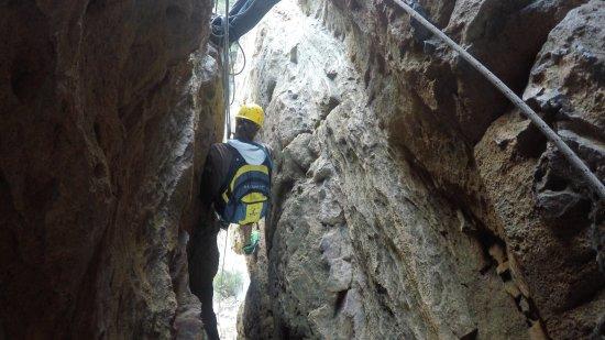 High 'n Wild Mountain Adventures: Squeezing through the crack!