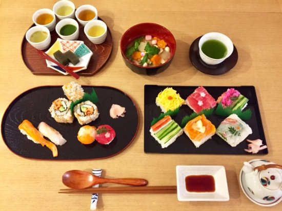 Meguro, Japan: sushi making and japanese tea tasting course