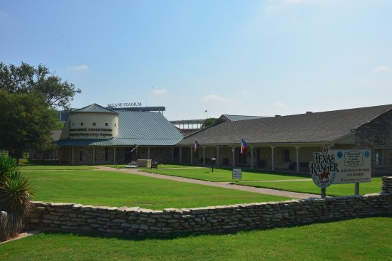 Texas Ranger Hall of Fame and Museum: Front entrance