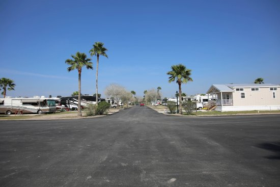 Los Fresnos, Τέξας: Looking North from Rec Hall to Entrance to Palmdale RV Resort