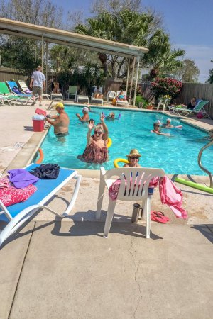 Los Fresnos, Τέξας: Preparing for first blizzard in northern Plains States at the pool