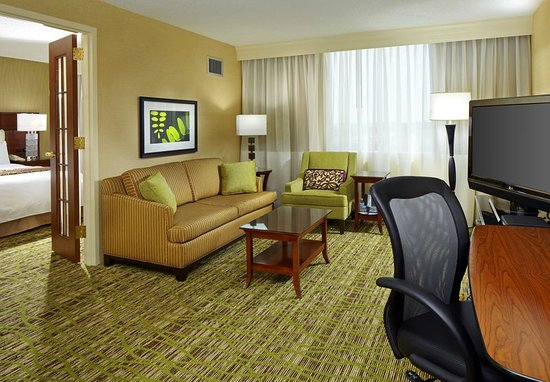 West Des Moines, IA: King Suite
