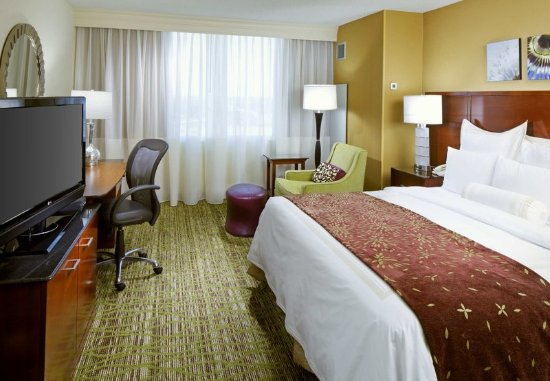 West Des Moines, IA: King Guest Room