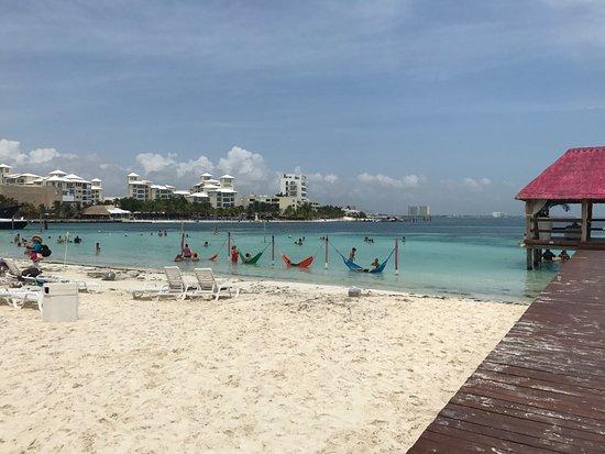 Lo mas cool las hamacas en la playa picture of grand - Hamacas de playa ...