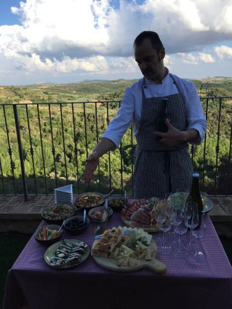 Castelmuzio, Италия: Appetizers with Jon Carlo, our personal chef for the evening