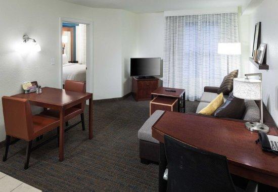 Marlborough, MA: One-Bedroom Suite