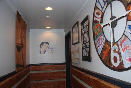 Montana's: Great looking washroom