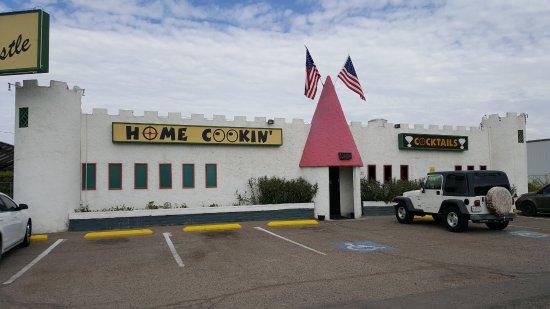 Bullhead City, AZ: The outside of the restaurant