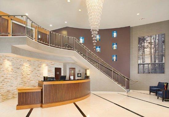 มองต์วัล, นิวเจอร์ซีย์: Front Desk & Lobby