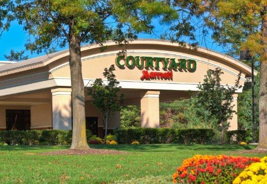 Courtyard Montvale: Entrance