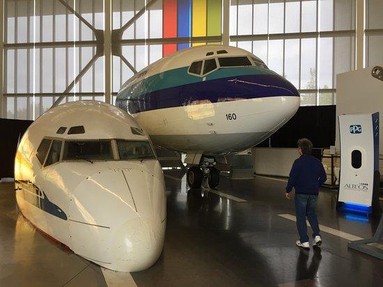 Мукилтео, Вашингтон: two planes