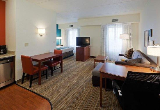 Oak Brook, IL: One-Bedroom Suite