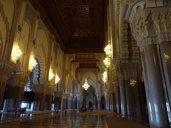 Τζαμί Χασάν Β': Inside expanse