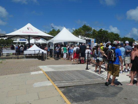 Hamilton, Bermuda: Line Up
