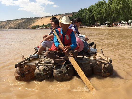 Zhongwei, Китай: Sheep-skin raft