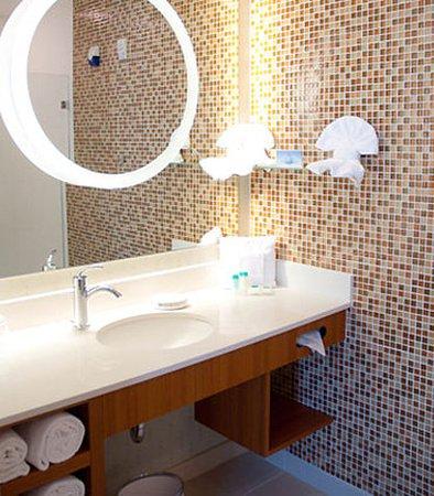 Baytown, TX: Guest Bathroom
