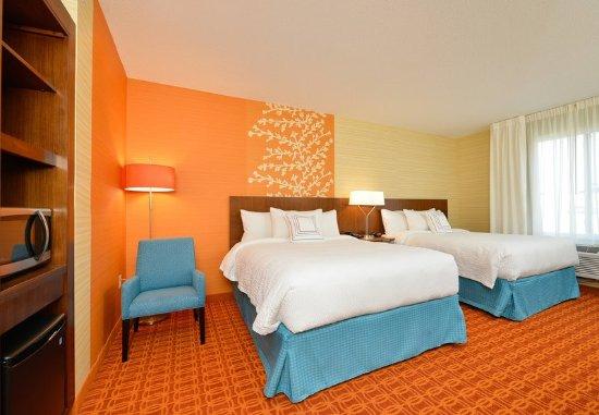 Horseheads, Νέα Υόρκη: Queen/Queen Suite Bedroom & Mini-Bar