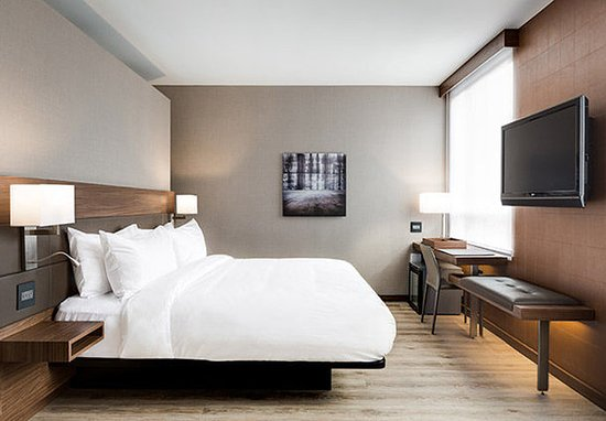Dublin, OH: King Guest Room