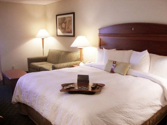 Hampton Inn Milwaukee Northwest: King Study