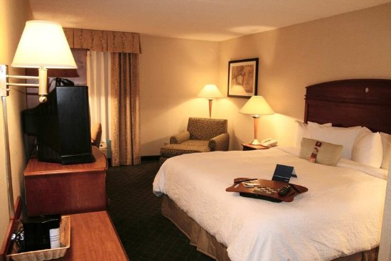 Hampton Inn Milwaukee Northwest: Standard King Room