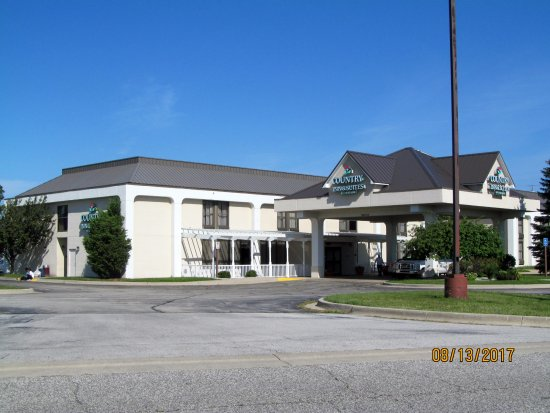 Country Inn & Suites by Radisson, Saginaw, MI: Exterior grounds.
