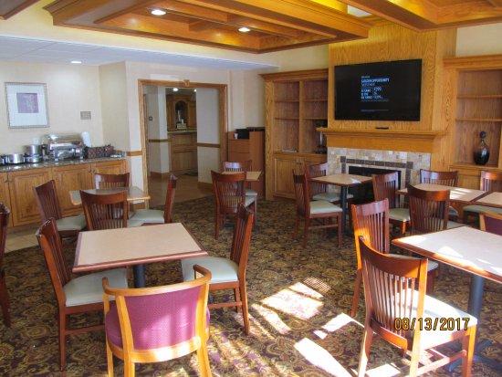 Saginaw, MI: Breakfast area.