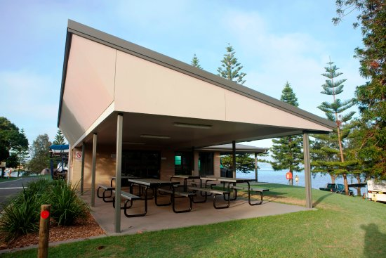 Belmont Pines Lakeside Holiday Park Australia
