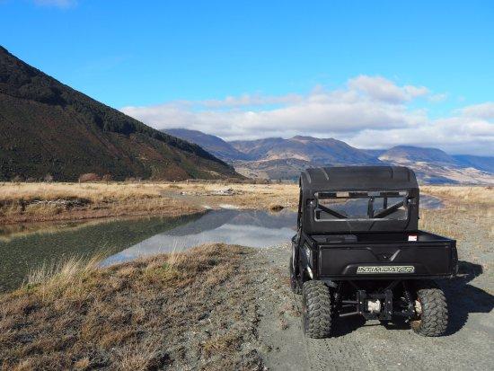 Glenorchy, Yeni Zelanda: surrounded by mountains