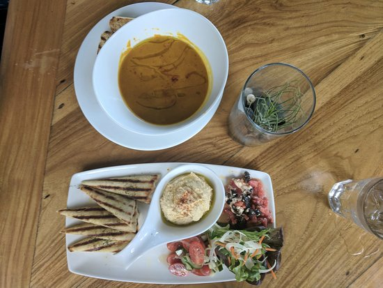 Holualoa, HI: Pumpkin Soup & Hummus platter - Loved every bit of it!