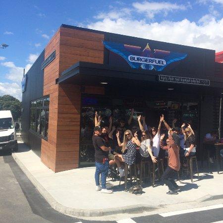 Mount Wellington, نيوزيلندا: Outside BurgerFuel Mt Wellington