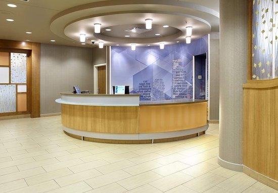 SpringHill Suites Chicago Waukegan/Gurnee: Front Desk