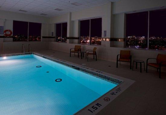 Courtyard Ottawa East: Indoor Pool