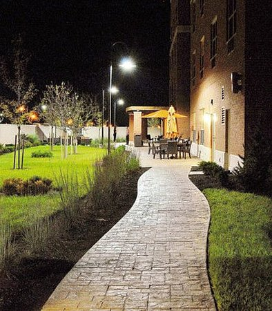 New Albany, OH: Outdoor Terrace