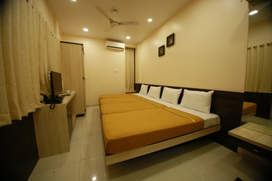 4 bed dormitory room ac picture of hotel madhuri executive rh tripadvisor com sg