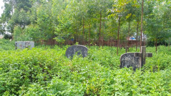 Hepu County, Chine : cemetery