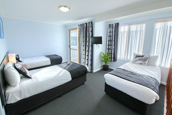 Pelicans Albany: 3 Single Beds on Mezzanine in 3 bedroom Deluxe