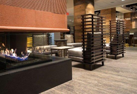 Summerville, Carolina del Sur: Lobby Sitting Area & Fireplace
