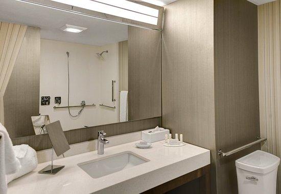 Gretna, LA: Accessible Guest Bathroom