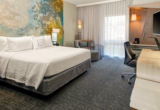 Gretna, LA: King Guest Room