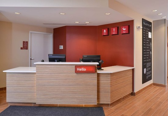 Gillette, WY: Front Desk