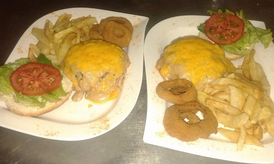 Tulbagh, South Africa: Burger special on Tuesdays: 2 sauce burgers with chips, slaw & onionrings