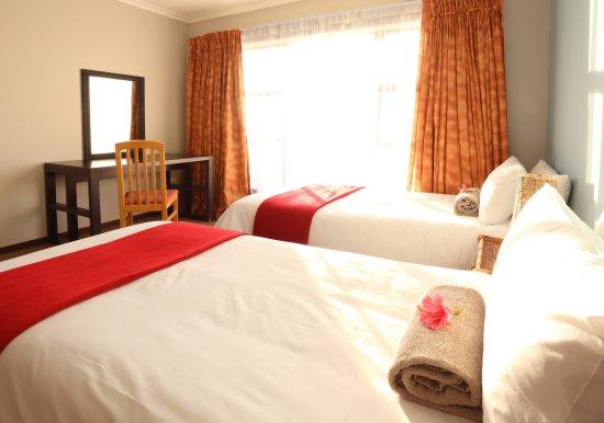 Sedgefield, Южная Африка: Spacious twin bedroom with en-suite bathroom