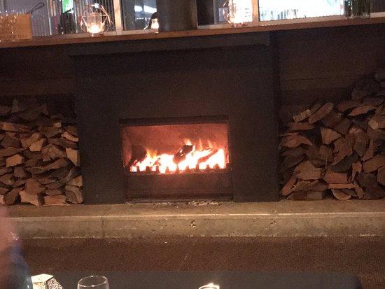 Buderim, ออสเตรเลีย: cosy fireplace