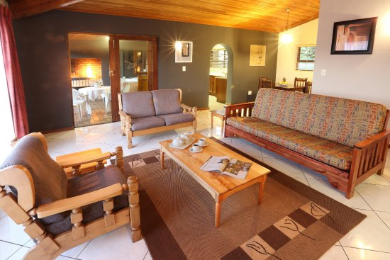 Sedgefield, Южная Африка: Lounge area with DSTV Hotel package