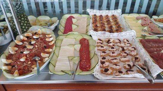 buffet frio comedor - Picture of Daniya Hotel Restaurant, Alicante ...