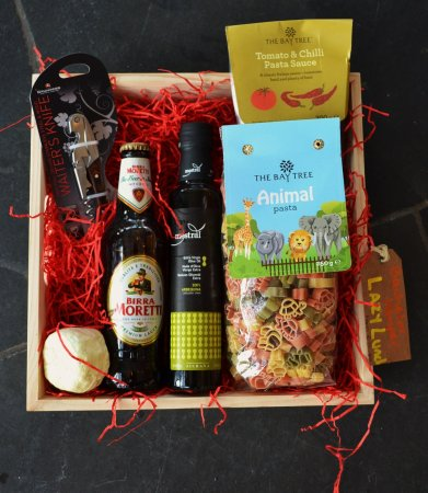 Fishguard, UK: Dads Hamper for when mums away and he needs a quick meal